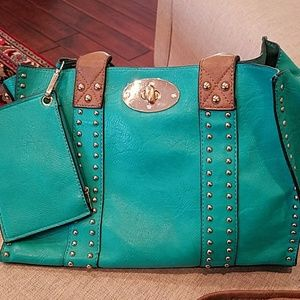 GUC 3 piece purse set.  Teal in color